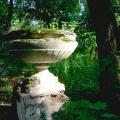Усадьба Ашитково, декоративный вазон в парке