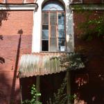 Аракчеевские казармы в селе Медведь (южная казарма)