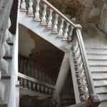 Аракчеевские казармы в селе Медведь (северная казарма, парадная лестница)