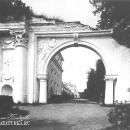 Усадьба Архангельское. «Руинные» или «Римские» ворота. 1786 г. Фото начала XX в.