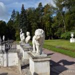 Усадьба Архангельское, подпорная стенка со скульптурами