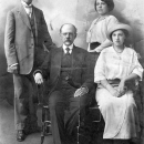 С.И. Сеньков с сыном Иваном и дочерьми (архивное фото)