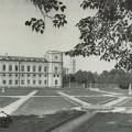 Вид на Большой дворец в Гатчине из парка