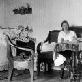 Вера и Ольга Морозовы в девичьей комнате