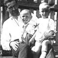 Калиш Николай Георгиевич с сыновьями Юрием и Николаем. 1935г.
