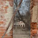 Усадьба Дольское. Вид от церкви на жилую постройку
