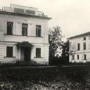Вид с северо-востока на Восточный флигель и главный дом усадьбы Карабиха