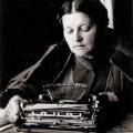 За машинкой. Жена М.М. Пришвина Валерия Дмитриевна. Фото М.М. Пришвина