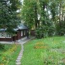 Дом-музей М.М. Пришвина в Дунино, дорожка от дома к воротам