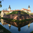 Вид на замок Несвиж из-за водяного рва