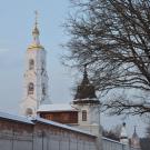 Николо-Берлюковская пустынь. Вид на колокольню и башню ограды