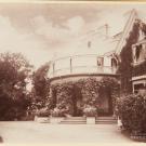 Дворец Коттедж, вид на террасу с балконом