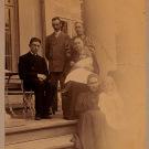 Семья Николаи-Пален на крыльце усадебного дома
