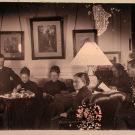 Павел Николаевич (Пауль Эрнст Георг) Николаи (слева крайний) в гостиной усадебного дома с сестрами