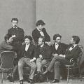 Слева направо: П.О. Ковалевский, И.Е. Репин, Г.Ф. Урлауб, К.А. Савицкий, Е.К. Макаров. Стоят: В.Д. Поленов, М.А. Кудрявцев