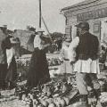 В.Д. Поленов с женой на ярмарке в Тарусе, 1908 г.