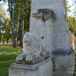 Усадьба Степановское-Волосово, каменный лев на пилоне ворот