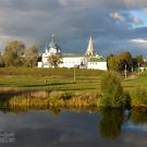 Вид на Рождественский собор с противоположного берега р. Каменки