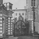Царское Село. Боковые ворота между церковным флигелем и правой циркумференцией