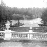 Вид на пруд и пристань от главного дома. 1909 г.