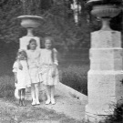 Усадьба Богородское, дети владелицы в парке