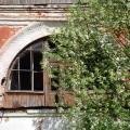 Усадьба Богородское, служебное здание (арочное окно мезонина)