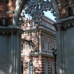 Усадьба Царицыно, вид на Виноградные ворота и Оперный дом
