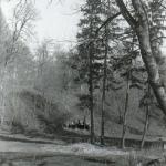 Усадьба Гостилицы. Грот на восточном склоне долины Гостилки. Фото конца 1980-х гг.
