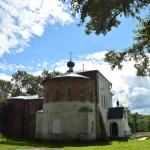 Усадьба Извара, Училищный дом с Казанской церковью