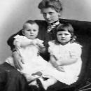 Эмма Крафт с детьми — Николаем и Ольгой