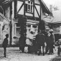 Усадьба Крекшино, Л.Н. Толстой и владельцы имения перед главным домом