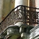 Усадьба Кривякино, главный дом (ажурная решетка балкона). Фото Натальи Бондаревой 2004 г.