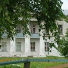 Главный дом в усадьбе Лунино (фрагмент фасада)