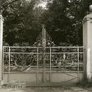 Ворота въезда в усадьбу Мальце-Бродово. Фото 1980-х гг.
