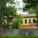 Главный дом в усадьбе Мальце-Бродово. Фото Натальи Бондаревой 2006 г.