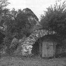 Усадьба Никольское-Черенчицы, погреб-пирамида. Фото А.Г. Чинякова, 1957 г.