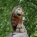 Усадьба Отрада Орловых, лев на устое ворот (утрачен), фото 2006 г.