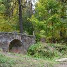 Усадьба Середниково мост в парке