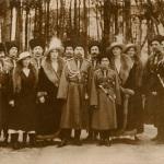 На групповом снимке третий слева от Императора А.Н. Граббе