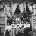 Усадьба Владимировка. Хозяева и гости на крыльце главного дома. Фото 1903г. Из архива М.Г. Рогозиной