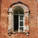 Усадьба Яковлево, Дмитриевская церковь (декоративное обрамление окна)