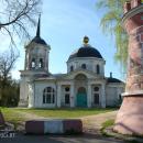 Усадьба Ярополец Гончаровых, башни парадного двора и церковь