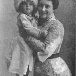 Александра Павловна Смирнова с сыном Володей, 1902