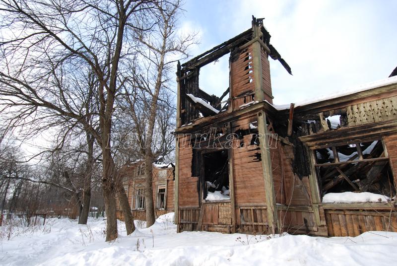 Дом управляющего в усадьбе Лапино после пожара