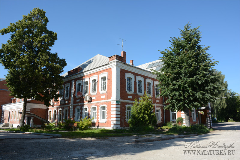 Служебная постройка на храмовой территории в Щурово