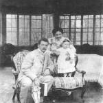 Владимир Петрович Смирнов с женой Александрой Павловной и сыном Володей в Шелковке, 1901