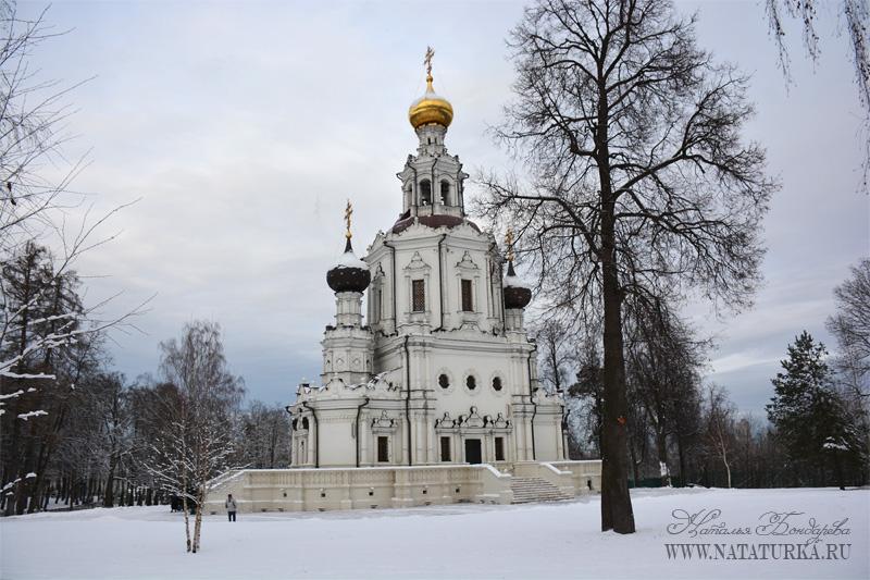 Троицкая церковь в усадьбе Троицкое-Лыково, вид с юга