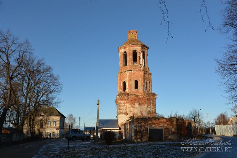 Усадьба Клементьево, руины Введенской церкви