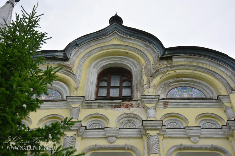 Фрагмент завершения парадного фасада